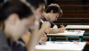 Docentes denuncian que hay alumnos que pasan grado pese a tener 100 inasistencias en el año. Foto: AFP