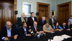Los líderes de la oposición presentaron ayer una alternativa para resolver de otra forma el problema de los cincuentones. Foto: M. Bonjour