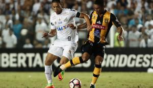 Luis Maldonado en el partido The Strongest-Santos. Foto: AFP