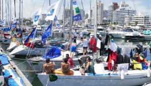En una de las pruebas náuticas más importantes del verano sudamericano, muchas embarcaciones debieron sortear uno de los temporales más difíciles. Foto. R. Figueredo