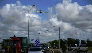 Gremiales del agro se manifiestan desde avionetas en Treinta y Tres. Foto: Fernando Ponzetto