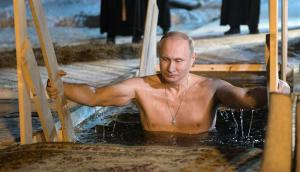 Putin en el lago Seliguer. Foto: EFE