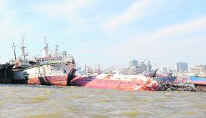 Barcos hundidos frente a Montevideo. Foto: Archivo El País