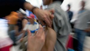 Agregaron dos centros de vacunación para agilizar inoculaciones contra fiebre amarilla. Foto: AFP