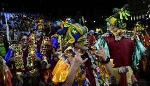 Montevideo ya vive su tradicional Desfile de Carnaval. Foto: Marcelo Bonjour