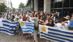 Un juicio civil millonario y manifestaciones fueron las estrategias de los deudores. Foto: F. Flores