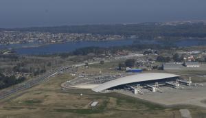 e2220eb5316 Carrasco  la llegada de un avión venezolano generó conjeturas. Foto   archivo El País