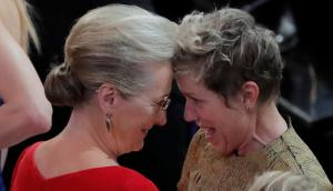 Meryl Streep felicita a Frances McDormand luego de ganar su Oscar como Mejor Actriz. Foto: Reuters