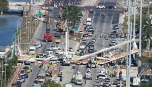 El puente peatonal iba a estar habilitado en 2019. Foto. Reuters