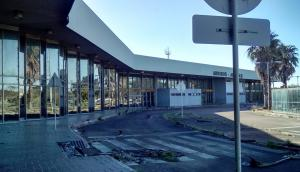 La vieja terminal cerró sus operaciones el 28 de diciembre de 2009. Fotos: Gentileza de Diego Ravera y Edward Rode, de CUIA.