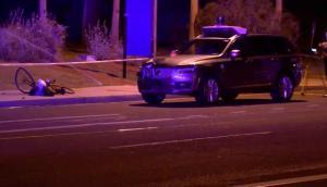 El accidente ocurrió el domingo cuando la mujer iba cruzando la calle. Foto: Twitter