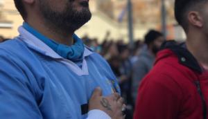 El himno emociona a los hinchas. Foto: Agustina Sanner
