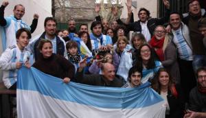 Argentinos en Uruguay vieron el partido ante Nigeria.