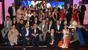 La tradicional foto de cierre con todos los ganadores de los Premios Iris. Foto: Ricardo Figueredo