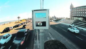 La utilización de nueva tecnología ha redundado en un aumento en la recaudación de la Intendencia por multas vehiculares. Foto: Fernando Ponzetto