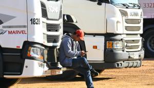 Camionero descansado en una parada de camiones. Foto: Ricardo Figueredo