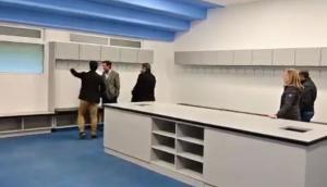 La renovación del vestuario locatario del Estadio Centenario. Foto: Captura.