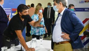 Óscar Andrade y Javier Miranda dialogan en la sede del Frente Amplio. Foto: Francisco Flores