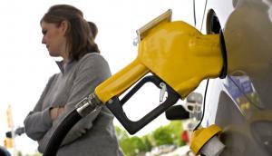 El combustible no aumentó, pese a la suba del petróleo que daba un ajuste de 18% promedio. Foto: Archivo El País