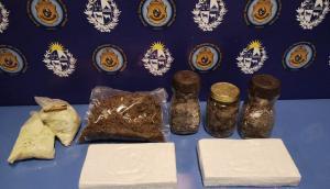 Policía incautó marihuana, cocaína, una camioneta y armas en allanamiento a Matías Sosa. Foto: Ministerio del Interior.