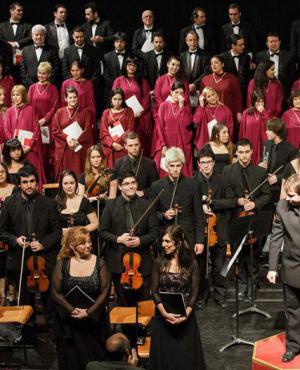 Solvencia: El coro del Sodre en un programa atractivo. Foto: Carlos Dossena