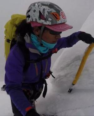 Una sherpa nepalí a la caza de las más altas cumbres