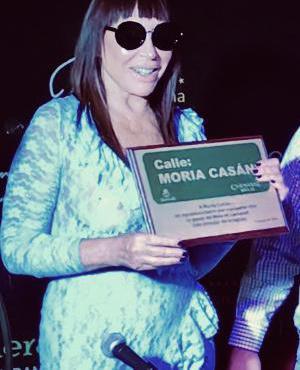 Moria Casán recibe la plaqueta