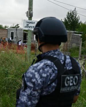 Efectivos brindaron seguridad a la Policía Científica. Foto: Fernando Ponzetto