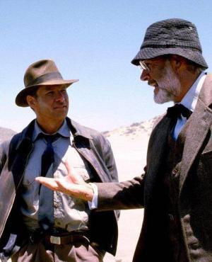 """Steven Spielberg, Sean Connery y Harrison Ford en el set de """"Indiana Jones y la última cruzada"""""""