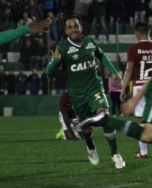 Alejandro Martinuccio festejando el gol de Chapecoense. Foto: prensa Chapecoense