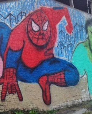 El hombre araña. Foto: @GraffitiHallofShame