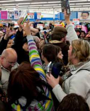 Los supermercados colapsan en Río por descuento de hasta el 60%.