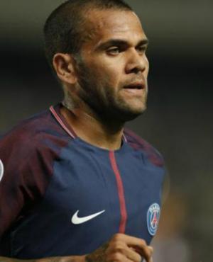 Dani Alves volvió a referirse al diferendo Cavani-Neymar