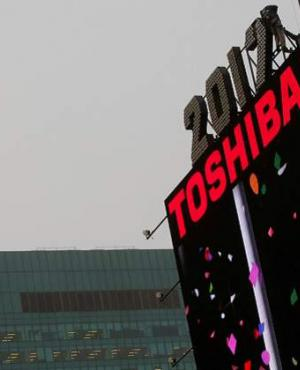 La compañía nipona Toshiba retirará su icónico logotipo del edificio One Times Square en Nueva York. Foto: Reuters