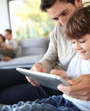 En seis años, el acceso a Internet de los chicos creció 36%. Foto: Archivo El País