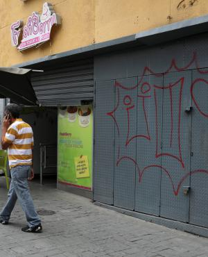 Supermercados decidieron cerrar ante ola de saqueos. Foto: Reuters