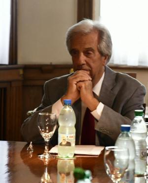Tabaré Vázquez durante reunión con las gremiales. Foto: Fernando Ponzatto