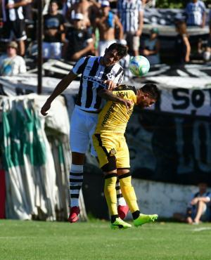 Santiago Bellini y Ramón Arias en el Wanderers vs. Peñarol. Foto: Nicolás Pereyra
