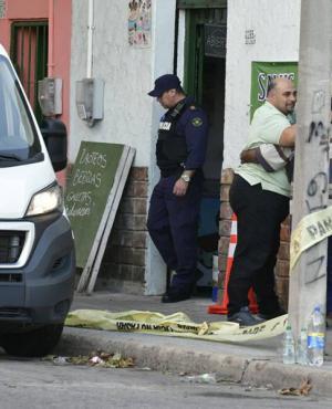 Una mujer fue asesinada de varias puñaladas por su expareja en La Comercial. Foto: Darwin Borrelli