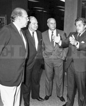 Luis Alberto Lacalle Herrera en charla con otros dos presidentes, Jorge Batlle y Jorge Pacheco Areco, y un vicepresidente, Enrique Tarigo. Foto: Archivo El País