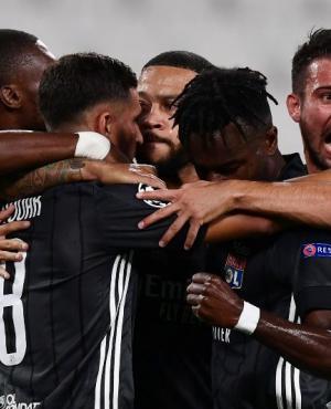 El festejo de los jugadores del Lyon en el duelo ante Juventus. Foto: AFP.