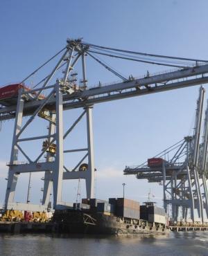 """La operativa de contenedores genera una """"guerra sin fin"""" entre empresas y el gobierno. Foto: Fernando Ponzetto"""