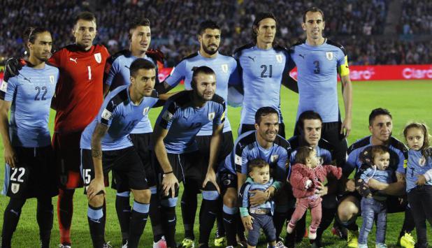 La alineación de Uruguay en el partido por Eliminatorias en el Centenario. Foto: EFE
