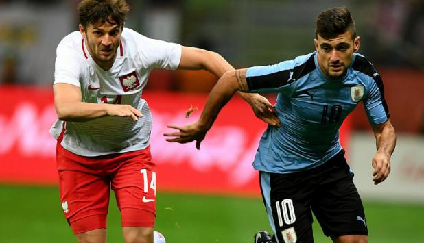 Giorgian De Arrascaeta en el partido entre Uruguay y Polonia. Foto: AFP