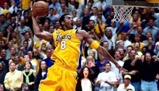 Kobe Byiant con la 8
