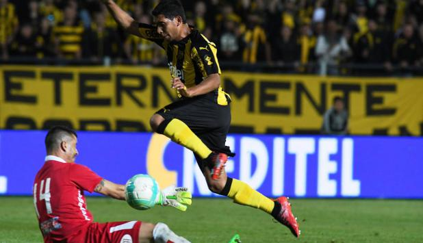 Cristian Palacios fue decisivo en Peñarol ante Defensor. Foto: Ariel Colmegna