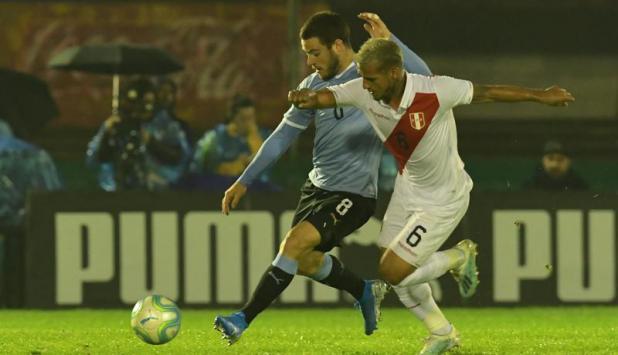 Nahitan Nández - Uruguay vs. Perú. Foto: Gerardo Pérez.