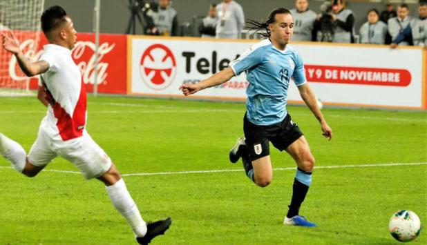 Diego Laxalt - Uruguay vs. Perú. Foto: @Uruguay