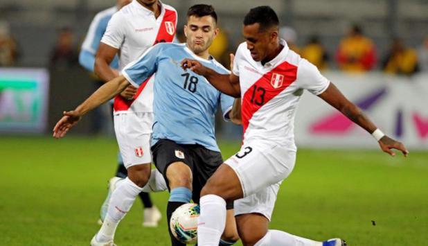 Maximiliano Gómez - Uruguay vs. Perú. Foto: EFE