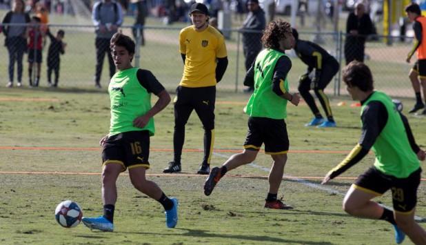 Diego Forlán en un entrenamiento de Peñarol en la pretemporada en Los Ángeles. Foto: EFE.
